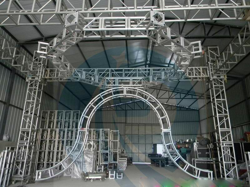 Silver 50x3mm Tube  5M  Diameter  Aluminum Stage Lighting Truss  System  Can Be Choose For  Different Kinds Of Events
